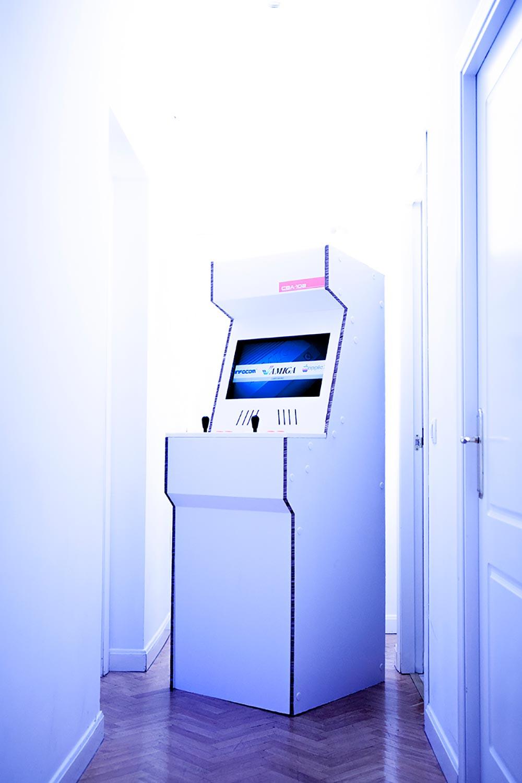 cardboard-arcade-cabinet-maquina-recreativa-carton-videojuegos-1