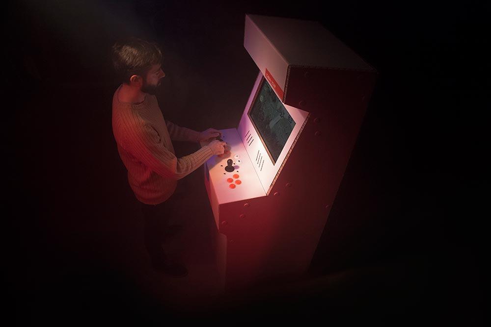 cardboard-arcade-cabinet-maquina_recreativa_carton-videojuego